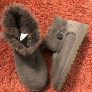 Authentic UGG Mini Bailey Button Ankle Boots 👢